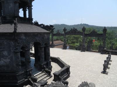 a tumba Khai Dinh fica no alto